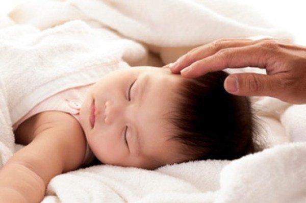 bé cai sữa không chịu ngủ