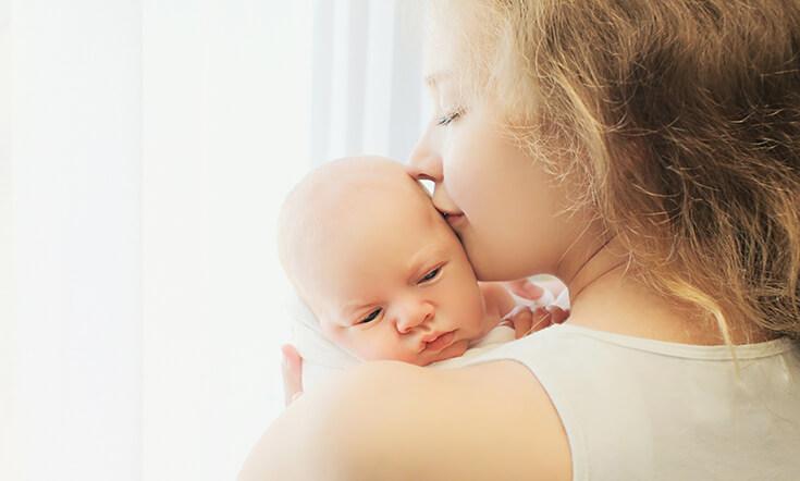 ru bé sơ sinh ngủ bằng phương pháp massage
