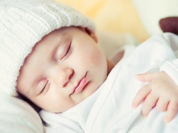 mẹo dân gian chữa trẻ ngủ ngày cày đêm