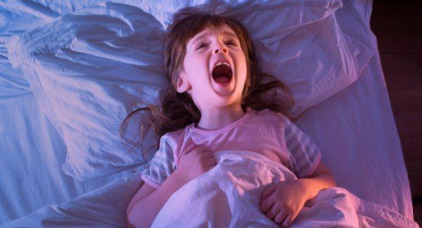 nguyên nhân khiến trẻ bị hoảng sợ khi ngủ