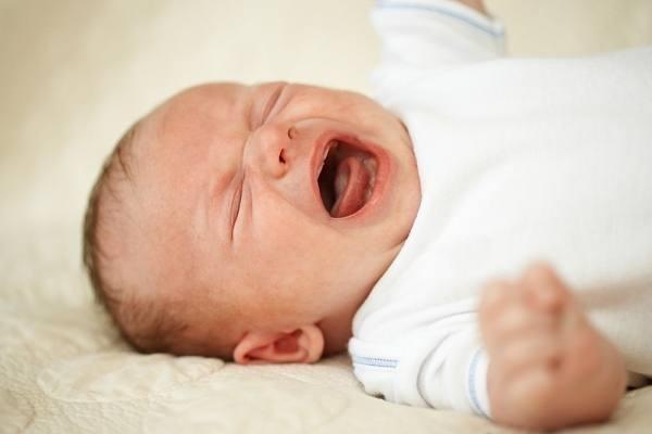 trẻ bị hoảng sợ khi ngủ