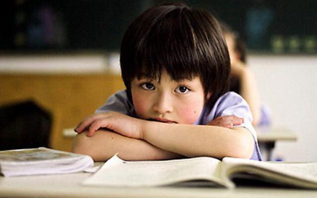 trẻ không tập trung học phải làm sao