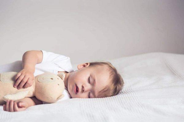 không cho con bú lúc ngủ say