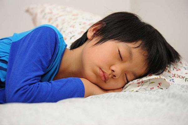 cần làm gì để trẻ ngủ đúng giấc