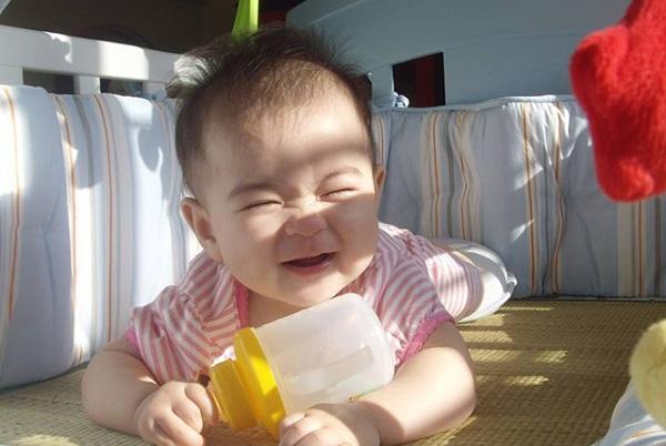 mẹo chữa giật mình cho trẻ sơ sinh