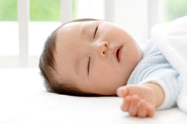 với trẻ từ 2 đến 3 tháng tuổi