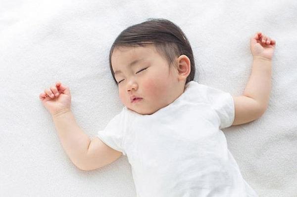 dỗ bé ngủ đúng giờ