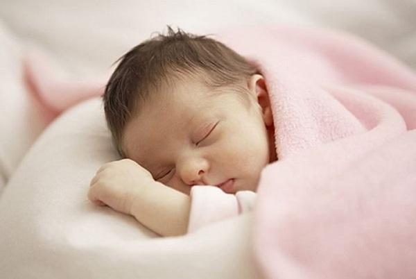 trẻ sơ sinh ngủ nhiều có tốt không