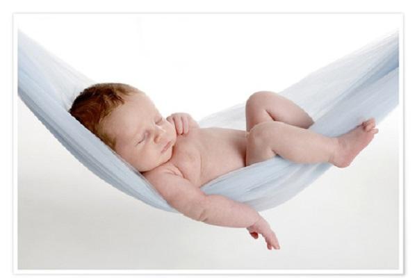 có nên cho trẻ sơ sinh nằm võng không