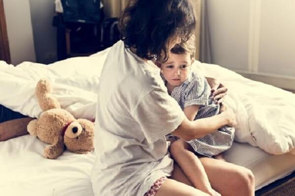 trẻ bị rối loạn giấc ngủ phải làm sao