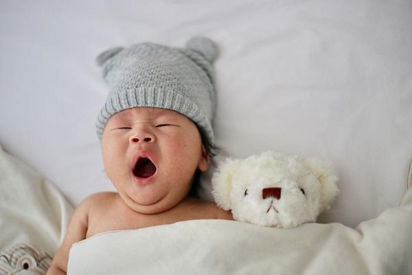 Bé ngủ giấc ngắn ban ngày