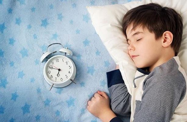 trẻ ngủ hay nói mơ