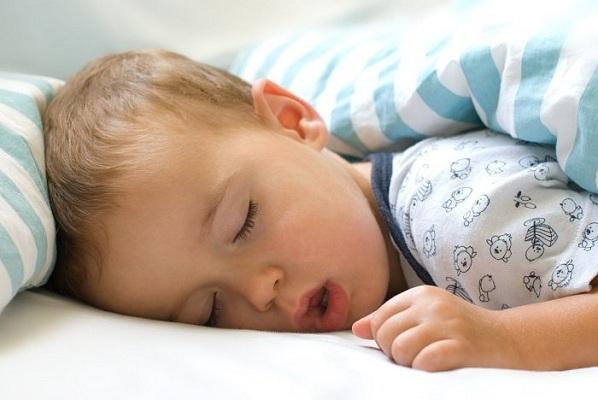 trẻ ngủ ngáy là bệnh gì