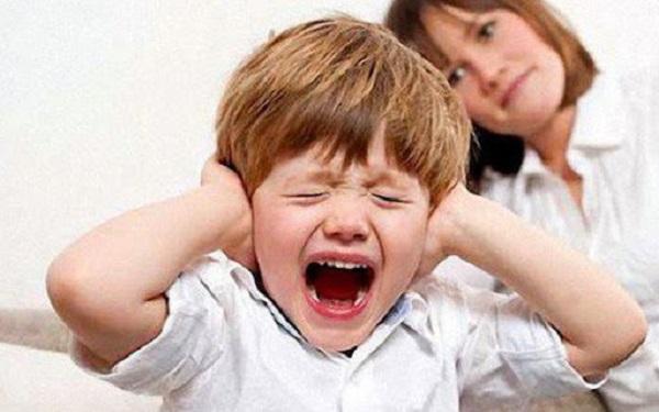 Trẻ tự kỷ hay la hét