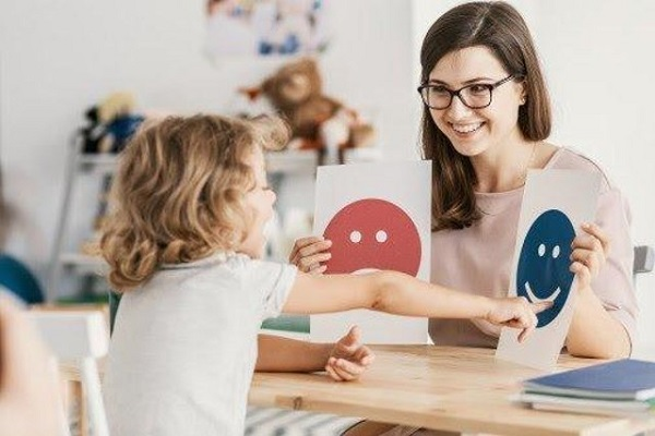 Dạy trẻ ASD tập nói