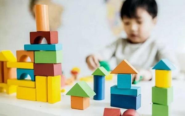 Trẻ tự kỷ được hưởng chính sách gì