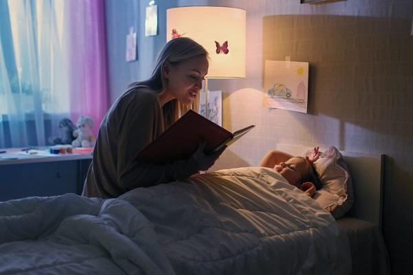 Đọc sách cho trẻ trước khi ngủ