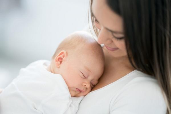 Trẻ sơ sinh ngủ hay khóc mơ do nguyên nhân nào? Mẹ cần làm gì - Ảnh 4